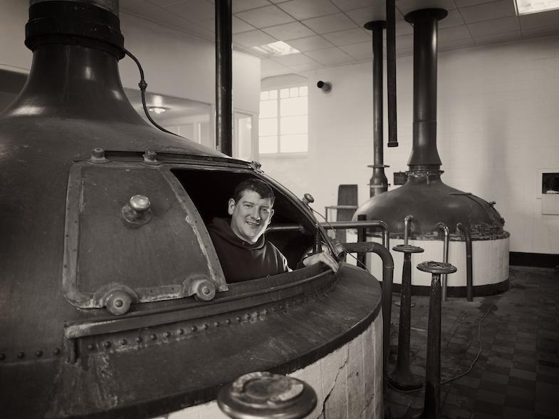 Emmanuel Van Den Bossche - productieverantwoordelijke  (filtratie,brouwmeester, bottelaar, schrooter)